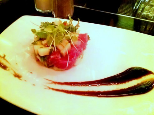 Tuna tartar with green apples and balsamic vinegar reduction