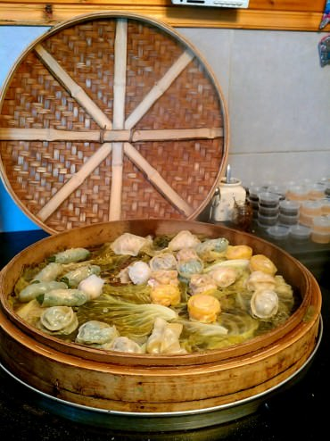 A huge steaming basket with a wide range of dim-sums