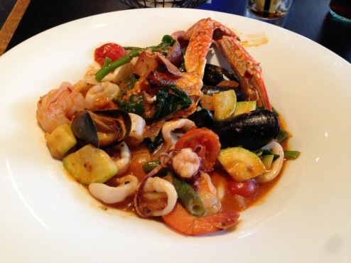 Seafood mix (shrimp, calamari, mussels and crab) with spicy chipotle sauce, vegetables, spinach and basil (63 NIS). Was a fun dish and I loved eating the crab from its shell. Didn't like the zucchini inside though.