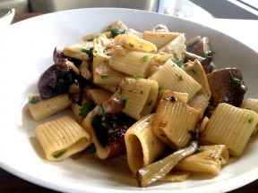Mezzi Rigatoni with artichokes and portobello, olive oil, garlic and white wine (78 NIS for the business lunch)