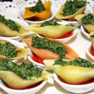 Pasta shell, béchamel-spinach and blue cheese filling, light raw tomato sauce