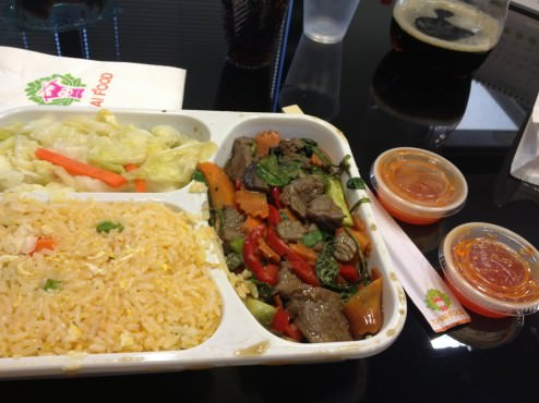 Beef and vegetables with basil meal with fried rice and pickles (38 ILS)