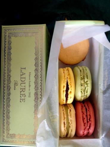 6 macaron gift wrapped in a beautiful box. Yes, they do taste different.