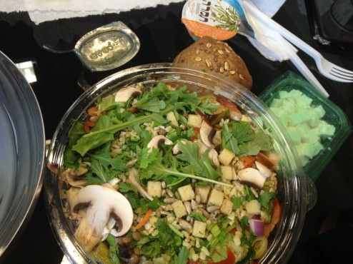 Nice salad and the toppings are packed separately.